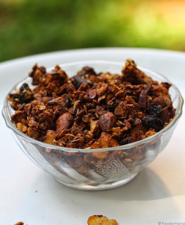 Homemade Granola Recipe | How to make healthy granola from scratch | Breakfast granola - learn how to make it for cheap at home | Written by Kavitha Ramaswamy of Foodomania.com