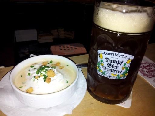 Bild vom Bier und der Kässuppe in der Dampfbierbrauerei
