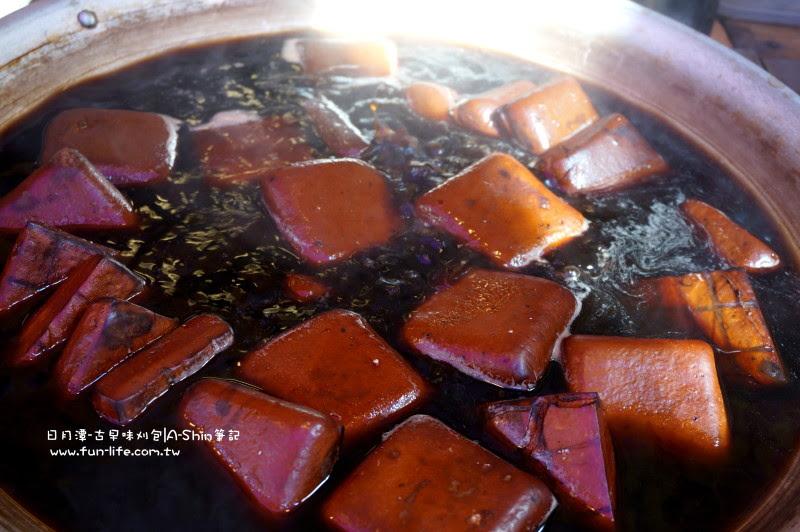 古早味刈包的豆干浸潤在阿薩姆紅茶的懷抱中