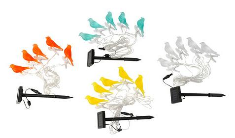 Guirnalda solar para iluminación con pájaros.
