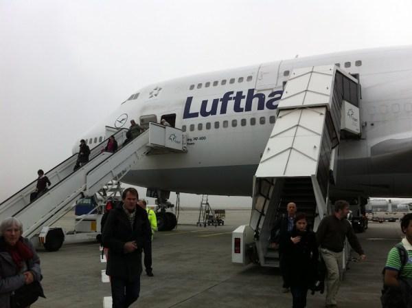 Nach neun Stunden Flug in Frankfurt angekommen