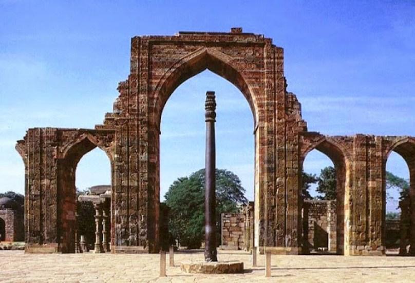 колонна в Дели