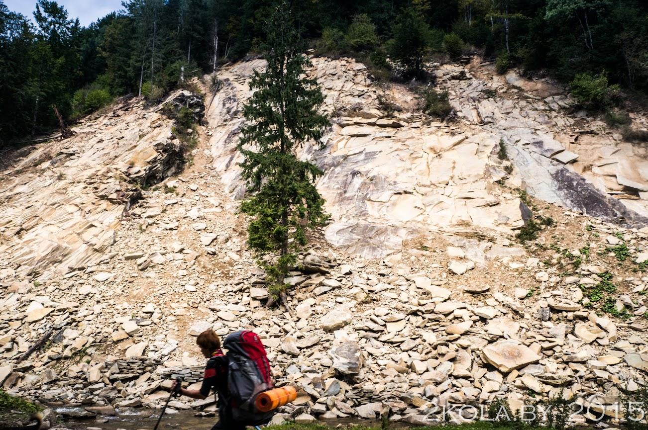 Скалистые склоны- д. Дземброня