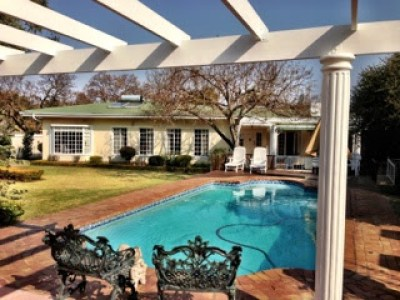 swimming-pool-and-garden-house-in-pretoria