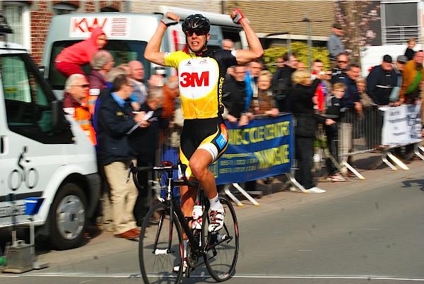 Thomas Vanhaecke wint PK West-Vlaanderen in Rumbeke