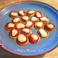 M-J's Low-Carb Pizza Canapés