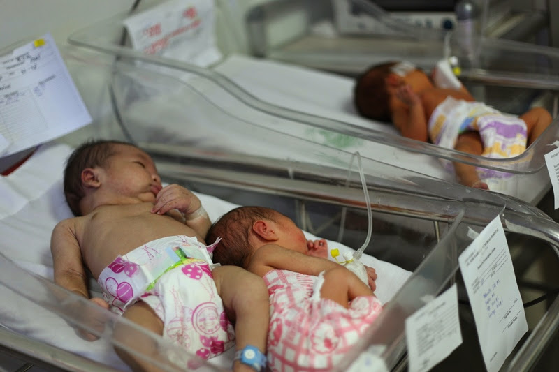 Babies at the NICU in Fabella sharing bassinet