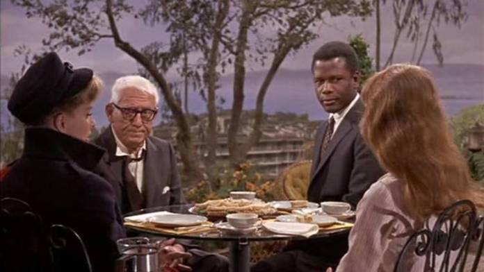 """Sidney Poitier y Spencer Tracy en un fotograma de """"Adivina quién viene esta noche"""""""
