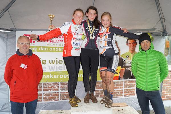 Podium Aspirantencross meisjes 14 jaar MSKA Roeselare