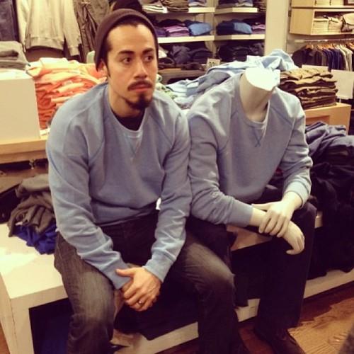 #撞衫也是一種樂趣:溫哥華男子就是愛到店跟假人模特兒撞衫 12