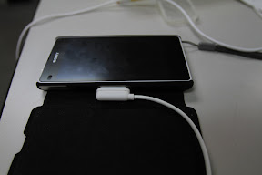 Sony Xperia Z1 Compact 的磁吸式充電 (1/6)