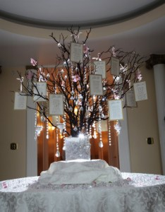 wanted to do something dramatic for my seating chart made this manzanita tree using manzaita branches purchased online and used plaster of paris also events that sparkle wedding rh eventsthatsparkle
