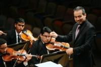 El maestro César Iván Lara recibió una fuerte ovación por su actuación frente a la Sinfónica Juvenil Teresa Carreño de Venezuela
