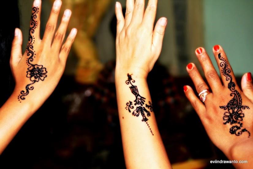 tradisi memakai henna - Contoh gambar henna di tangan