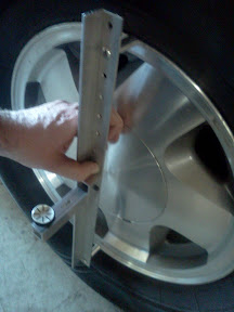 Using the camber gauge