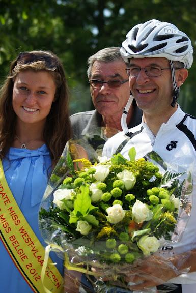 Janique Vandekendelaere wint GP Wallehuis