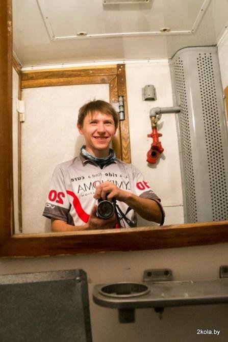 Селфи в туалете вагона
