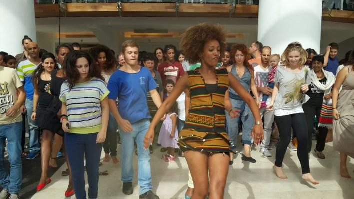 שיעור במחול אתיופי בתאטרון הבימה. צילום: יובל אראל