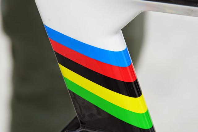 wereldkampioenenbandjes op fiets van Rui Costa