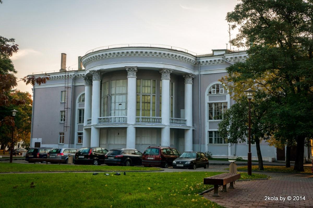 Палац культуры тэкстыльшчыкаў. Від з двара