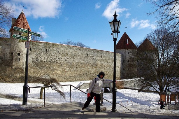 Rodeando las murallas de Tallin