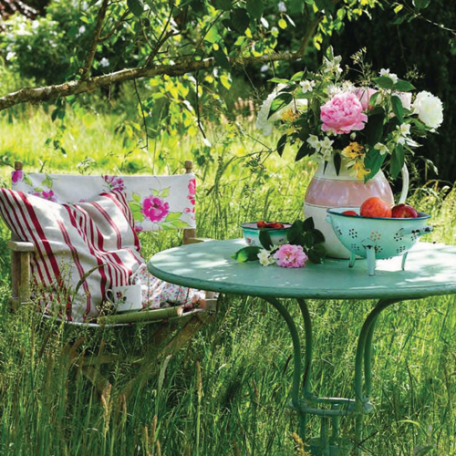 Summer garden party with vintage colander and cath kidston enamel bowls