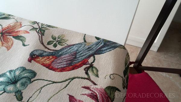 Camino de mesa con pájaros