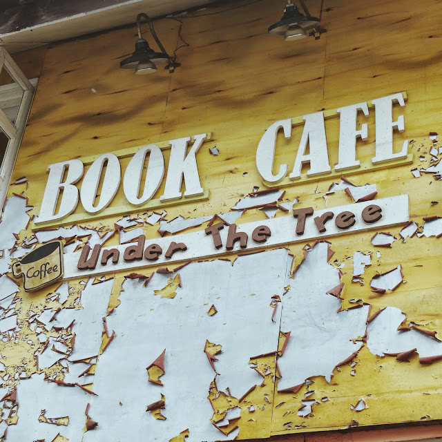 Book Cafe Under the Tree