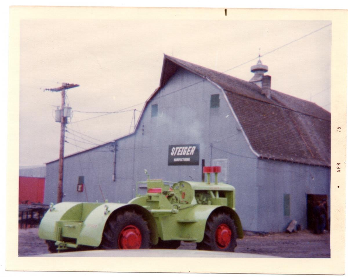 This image has an empty alt attribute; its file name is steiger_barn.jpg