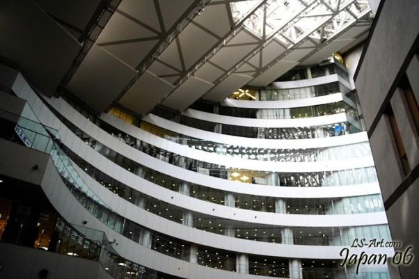 Interior de edificio de oficinas, by Luis Serrano