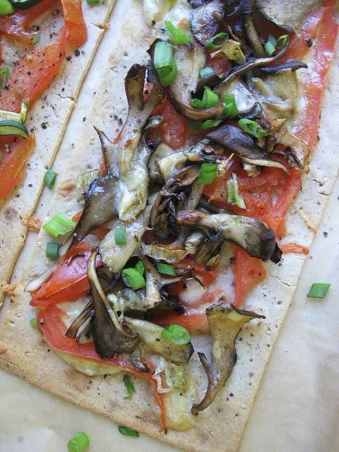 Maitake Mushroom Flatbread Pizza 舞菇比薩餅 ~ Teczcape-An Escape to Food