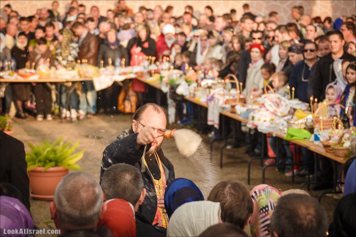 Пасхальное освящение куличей в Русской церкви в Яффо   Easter in russian church in Jaffa    LookAtIsrael.com - Фото путешествия по Израилю