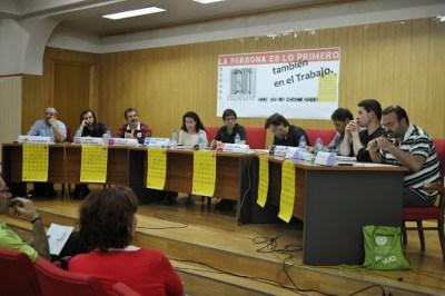 25.06.2014 Mesa redonda con partidos políticos sobre el trabajo digno. Burgos