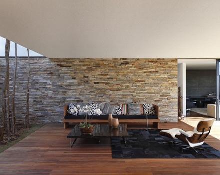 interiorismo-decoracion-muro-piedra-Casa-SN-Guilherme-Torres