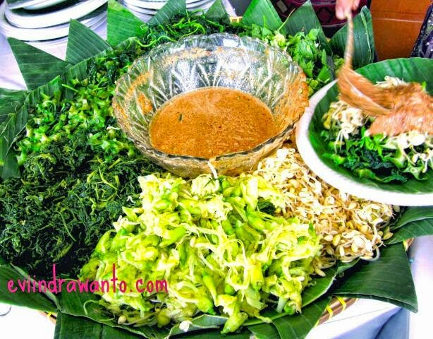 indonesian salad:gado-gado and pecel with palm sugar