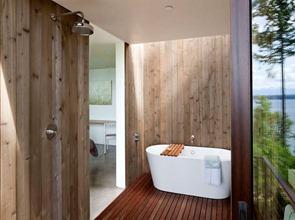 Revestimiento-pared-de-baño-madera-Ipe