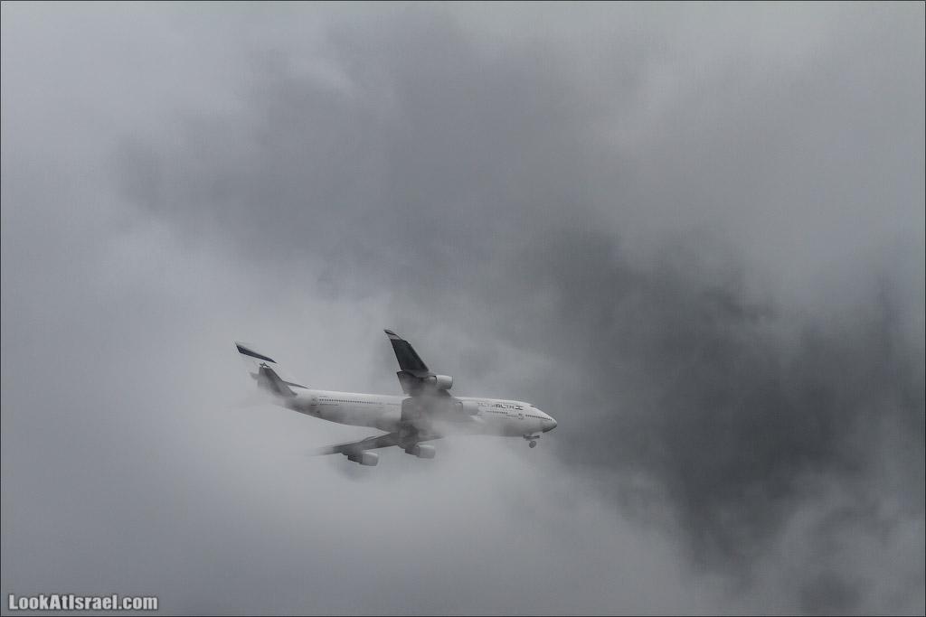 LookAtIsrael.com - Фото путешествия по Израилю | Самолет El Al Up преодолевает грозовой фронт