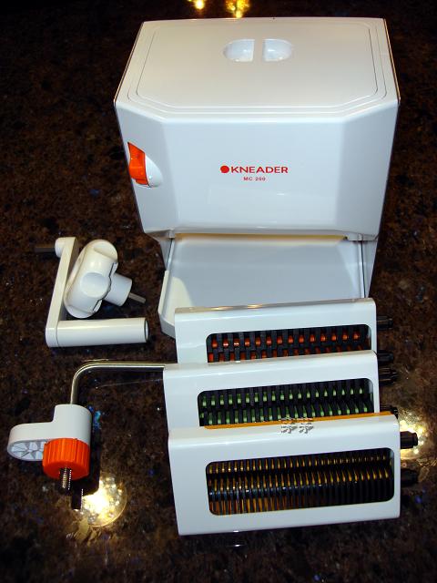 茅寶村: *Kneader 日本壓麵條機 製麵機 MCS-203 啟動了﹗ 加上揉麵機自己做超Q的手工麵條