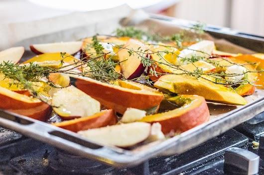Græskar og æbler på vej en tur i ovnen  - Mikkel Bækgaards Madblog