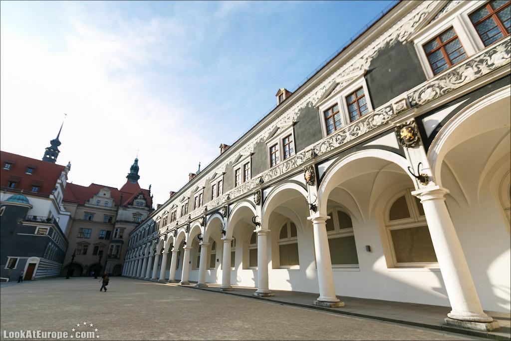 Дрезден, Конюшенный двор «Штальхоф»
