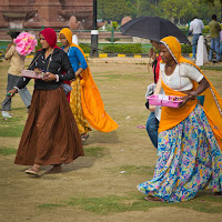 people at Humayun's Tomb in Delhi - Canon T2i