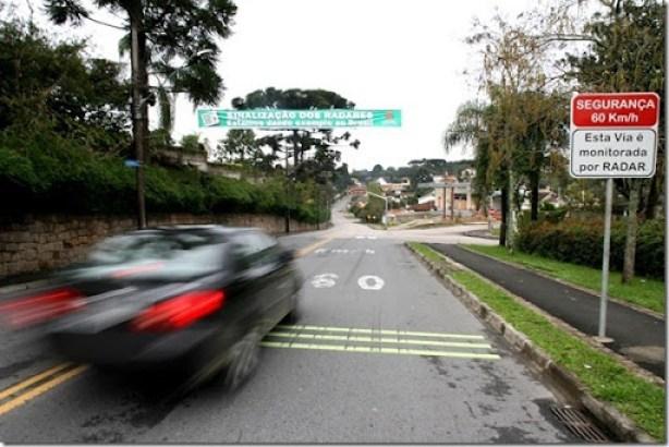 Curitiba teve nesta quinta-feira (3), dia em que os radares foram desligados, 10.144 excessos de velocidade cometidos por automóveis em trânsito na cidade. Foto: Orlando Kissner/SMCS