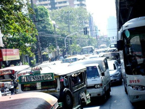 image of traffic in a street in Makati City