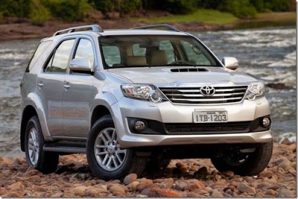 Toyota-Hilux-SW4-2012