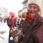 Old man on the street in the Tibetan village of Hoincang.JPG