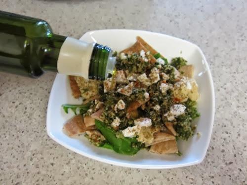 greek pita salad 047