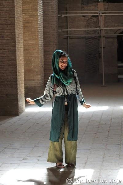 como-vestir-iran-unaideaunviaje.com.jpg