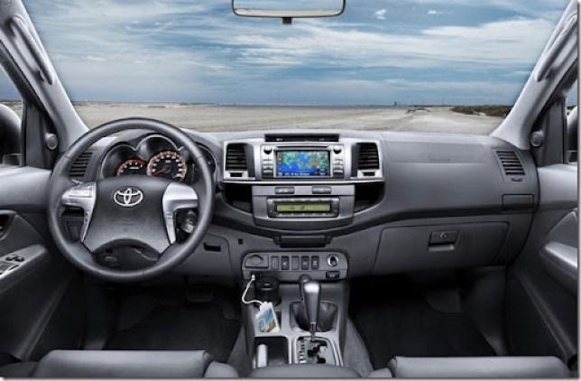 2012-Toyota-Hilux-3