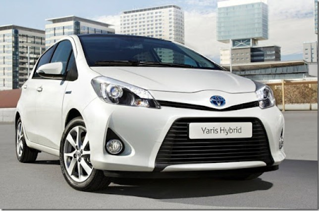 Toyota-Yaris_Hybrid_2013_1280x960_wallpaper_01
