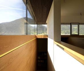 casa-con-cubierta-techo-de-madera